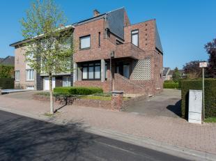 Half vrijstaande woning met tuin gelegen te Bilzen, Pijpenhof 37.<br /> <br /> Gelegen vlakbij het centrum nabij winkels, scholen en openbaar vervoer.