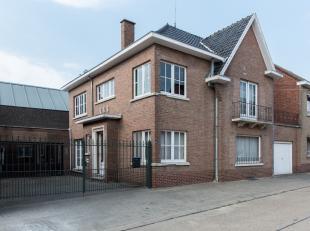 Te renoveren woning met handelsruimte gelegen te Rijkhoven, Cuvelierstraat 33.<br /> <br /> School en openbaar vervoer bevinden zich op korte afstand.