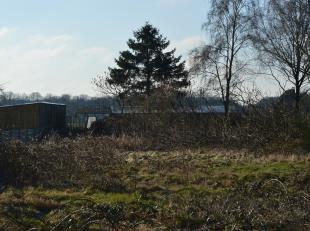 Dit perceel bouwgrond voor halfopen bebouwing kadert in het landschap tussen Essen en Kalmthout. LOT 1 heeft een grondoppervlakte van circa 760 m&sup2