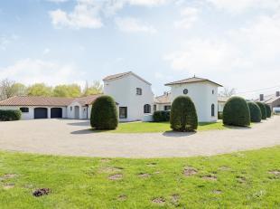 Deze zuiderse villa is gelegen op een perceel van 36A41CA en bevindt zich in het landelijke Putte.<br /> De woning werd gebouwd in 1981 en deels geren