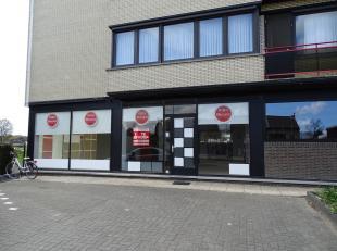 Dit handelspand met gelijkvloers appartement is gelegen op de Staatsbaan 75 te Lanaken. De bereikbaarheid van dit pand is een grote troef!<br /> <br /
