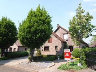 Prachtige instapklare woning gelegen in de Kamillestraat 28 te Genk. <br /> De gunstige ligging maakt het voor jong en oud heerlijk vertoeven. <br />