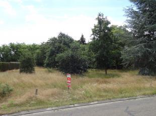 Goed gelegen half open bebouwing (lot 1). <br /> Grond oppervlakte van 8 are 37ca en een straatbreedte van 22,42 meter.<br /> Bouwbreedte 8,33 meter.