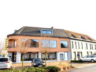 Deze commerciële ruimte bevindt zich in een dienstencentrum gelegen op de André Dumontlaan 210 te Genk. Door de centrale ligging is het pa