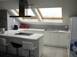 Dit ruim appartement met 2 slaapkamers bevindt zich op de Hoevenzavellaan in Genk. <br /> <br /> De centrale ligging is een grote troef. De toegangswe