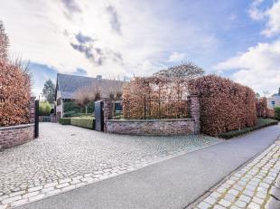Luxueus afgewerkte villa met prachtige tuin in de residentiele wijk Molenblook<br /> <br /> Op wandelafstand van Genk centrum is de residentiele villa