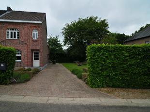 Welkom op de Wennel 27 in Genk!<br /> <br /> We vinden deze charismatische woning terug in een bijzonder rustig gelegen omgeving en toch vlakbij het c
