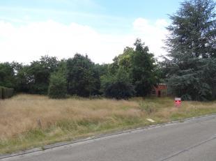 Goed gelegen half open bebouwing (lot 2). <br /> Grond oppervlakte van 6 are 91 ca en een straatbreedte van 12,51 meter.<br /> Bouwbreedte 8,33 meter.