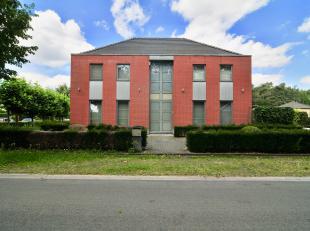 Welkom op Dirigentenhof 11 in Genk.<br /> <br /> De gunstige ligging maakt het voor jong en oud heerlijk vertoeven. Het pand is gelegen in een doodlop