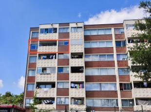 Op de Keinkesstraat 7 bus 52 in Genk bevindt zich dit prachtig appartement. <br /> <br /> Het appartement werd recent volledig gerenoveerd. Het appart