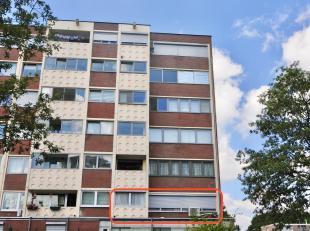 Op de Keinkesstraat 3 bus 11 in Genk bevindt zich dit ruim appartement. <br /> <br /> Indeling <br /> <br /> U komt terecht in de ruime inkomhal, aan