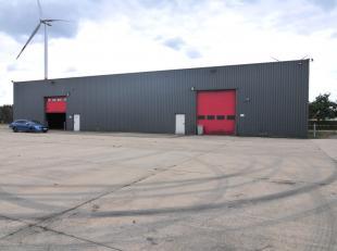 Welkom op de Veeweiderstraat 3 in Maasmechelen.<br /> <br /> Deze bedrijfshal vinden we terug op het industrieterrein in Maasmechelen.<br /> De gunsti