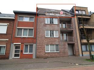 Dit dakappartement met twee slaapkamers, vinden we terug in de Nieuwe Kuilenweg 82 bus 31 in Genk.<br /> <br /> Dit appartement, gelegen op het derde