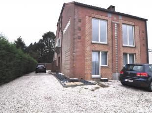Dit appartement met drie slaapkamers, vinden we terug op de Stalenstraat in Genk.<br /> <br /> Dit appartement, gelegen op het eerste verdiep omvat ee