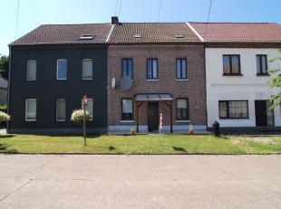 Op de Geraertsstraat 70 in Genk bevindt zich deze energiezuinige gesloten bebouwing. <br /> <br /> De woning is gebouwd in de jaren 1930 op een percee