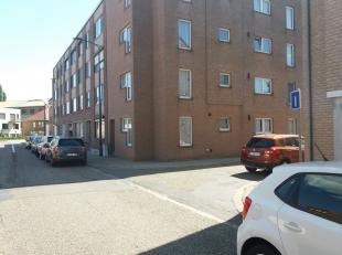 comfortabel gelijkvloers appartement met 1 slaapkamer, mooie living ( 32,59 m²), keuken, badkamer, ruim terras ( 20 m²), kelder en eigen apa