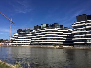 Schitterend residentieel appartement op de eerste etage met frontaal waterzicht en een zeer groot terras.<br /> <br /> Dit appartement heeft een priva