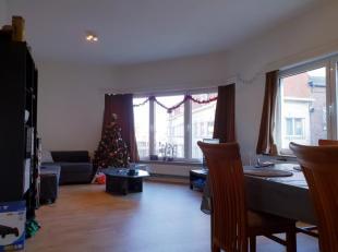Wonen in hartje Hasselt. <br /> <br /> Gelegen op de tweede verdieping ( enkel trap ) omvat het een leefruimte, 3 slaapkamers,keuken, badkamer, apart