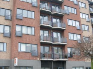Lichtrijk appartement met terras en garage in de stadsrand van Hasselt (Hollands Veld).Gelegen op de 4de verdieping, vlakbij de oprit van de E313 en E
