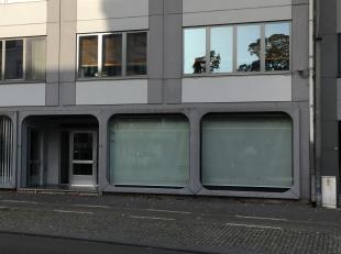 Handelsruimte of Kantoor gelegen  aan de Kleine Ring en de achterzijde aan de B. Bollenstraat . <br /> <br /> Ondergronds 3  Parkeerplaatsen<br /> <br