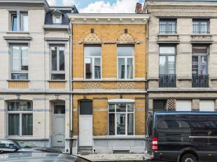 Deze woning is gelegen in één van de leukste straten op Antwerpen zuid. Een aangename en rustige buurt dichtbij het bruisende stadsleven
