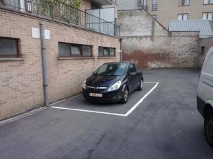 Autostaanplaats op wandelafstand van Markt en ziekenhuis, huur euro 35/mnd. Onmiddellijk beschikbaar.