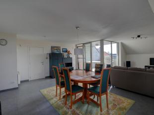 Appartement met 1 slaapkamer op de 2de verdieping (achterzijde gebouw) van een villaresidentie. Het appartement is afgewerkt met kwaliteitsvolle mater