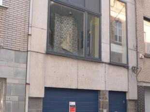 Garagebox nabij Gent - Zuid.<br /> Poortbreedte : 2,20 m<br /> Interne breedte garage 2,75 m / maximale lengte  6,00 m<br /> Onmiddellijk beschikbaar.