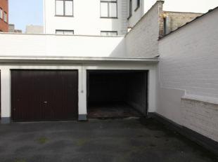 Garagebox te huur aan de Eedverbondkaai te Gent. Individuele garagebox, poort 2,3 m breed. Onmiddellijk beschikbaar. Huur euro 85/mnd.