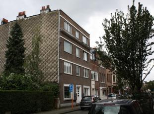 Mooi en perfect onderhouden appartement op een eerste verdieping<br /> - leefruimte met open keuken ( plankenvloer ) opp. 30,98 m²<br /> - nachth