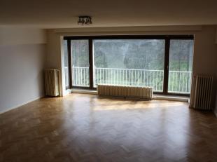 Aangenaam appartement aan park van Vorst<br /> Prox. PARK VORST / METRO ALBERT / HALLEPOORT<br /> Tegenover het park, groot appartement  gebouwd in de