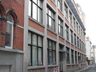 Aangenaam appartement in rustige straat  op +-  350 m van Gent Zuid.<br /> Het appartementscomplex bevindt zich in een rustige straat. Het appartement