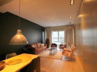Dit goed gelegen instapklaar appartement  vinden we op de eerste verdieping en omvat een zeer ruime woonplaats met aanpalend de volledig ingerichte op