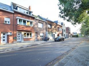 Deze ruime woning beschikt over een bewoonbare oppervlakte van 180m2 en is gelegen op een perceel van 2a 54ca in een doodlopende straat, met uniek uit