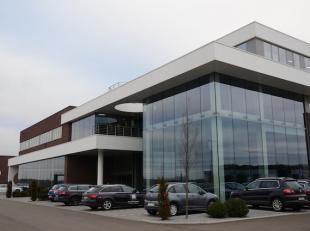 BEDRIJVENCENTRUM KLAVERBLAD<br /> <br /> Sinds 2015 kan U het bedrijvencentrum Klaverblad op het industrieterrein Zolder – Lummen terugvinden, met een