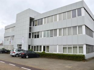 Instapklare kantoorruimte van 220m2 gelegen op de 2e verdieping in een bedrijfsgebouw, met centrale ligging en goede bereikbaarheid!<br /> <br /> Vlot