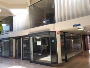 """Goed gelegen winkelruimte gelegen in het midden van de galerij """"DE WARE VRIENDEN"""", in het handelscentrum van Hasselt.  <br /> <br /> De winkel bevat o"""
