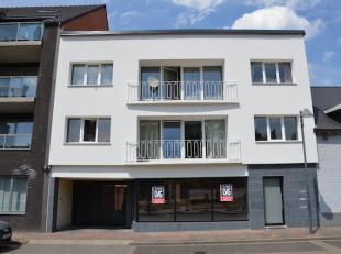 Goed gelegen winkelpand/kantoren (100m2) in de Grotestraat, met centrale ligging en veel passage!<br /> <br /> Voldoende parkeergelegenheid voor het g