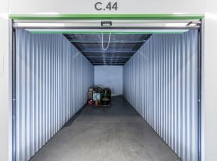 TE HUUR - Opslagruimte op een beveiligde site in Heusden-Zolder. Er zijn boxen beschikbaar van 1 tot 180m2. <br /> <br /> Deze opslagruimte  (20m2 - t