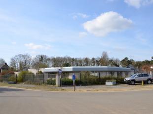 Verschillende kantoorruimtes gelegen in een bedrijfsgebouw gelegen in KMO-zone. <br /> <br /> KANTOREN:<br /> Gemeenschappelijke inkomhal met wachtrui