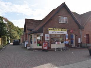 Goed draaiende krantenwinkel met woonst gelegen in de Banneuxwijk in Hasselt. <br /> Mooi perceel van 9a31ca met zuidoostelijke oriëntatie. <br /
