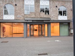 Instapklare handelsruimte gelegen in het centrum van Bilzen. <br /> Geschikt voor diverse doeleinden. <br /> <br /> Totale bruikbare oppervlakte van 5