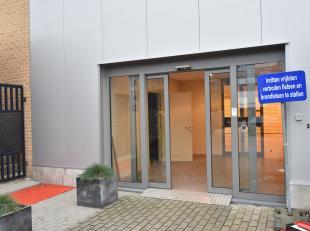 Instapklare handelsruimte gelegen in het centrum van Bilzen. <br /> Geschikt voor diverse doeleinden. <br /> <br /> Totale bruikbare oppervlakte van 2