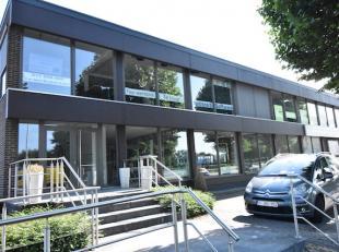 Zeer goed gelegen kantoor- of handelsruimte van 300m2 aan de Grote Ring van Hasselt.  TOPZICHTLOCATIE!<br /> <br /> GESCHIKT VOOR DIVERSE DOELEINDEN!<