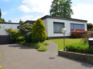 Zeer ruime vrijstaande woning, gelegen op een mooi perceel van 10a25 in het centrum van Kermt bij Hasselt.<br /> Er zijn 2 bureelruimtes voorzien voor