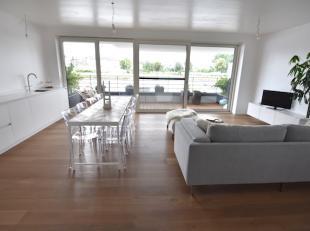Uniek gelegen appartement in de Residentie Zuidzicht aan de Blauwe Boulevard met ruim terras van 16 m2 met zicht op het kanaal. <br /> Volledige priva