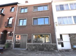 Zeer ruime charmante herenwoning met tuin en garage, gelegen op een perceel van 4a58 tussen de kleine en de grote ring in Hasselt. <br /> De garage is
