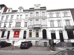 Unieke  herenwoning in centrum Hasselt, centraal gelegen aan de kleine ring.<br /> Het gebouw is onderverdeeld in een handelsruimte met 2 bovenliggend