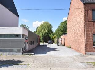 Centraal gelegen bouwgrond vlakbij het centrum van Hasselt en vlakbij de oprit van de autosnelweg met een oppervlakte van 4a84.<br /> Zuidwestelijke o
