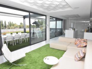Exclusieve loft met een bewoonbare oppervlakte van 275 m2 met 2 terrassen van resp. 32 m2 en 50 m2 en een daktuin van 38 m2.<br /> Deze loft is rustig